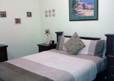 apartment-2-coaster-room-queen-bed